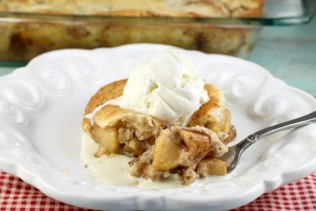 Easy Apple Cobbler Recipe found at missinthekitchen.com