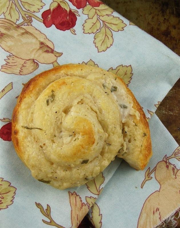 Easy Garlic Parmesan Rolls - Miss in the Kitchen