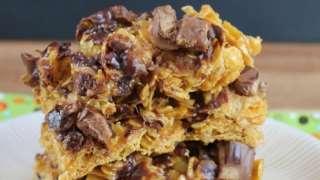 No-Bake Gooey Caramel-Heath Cereal Bars