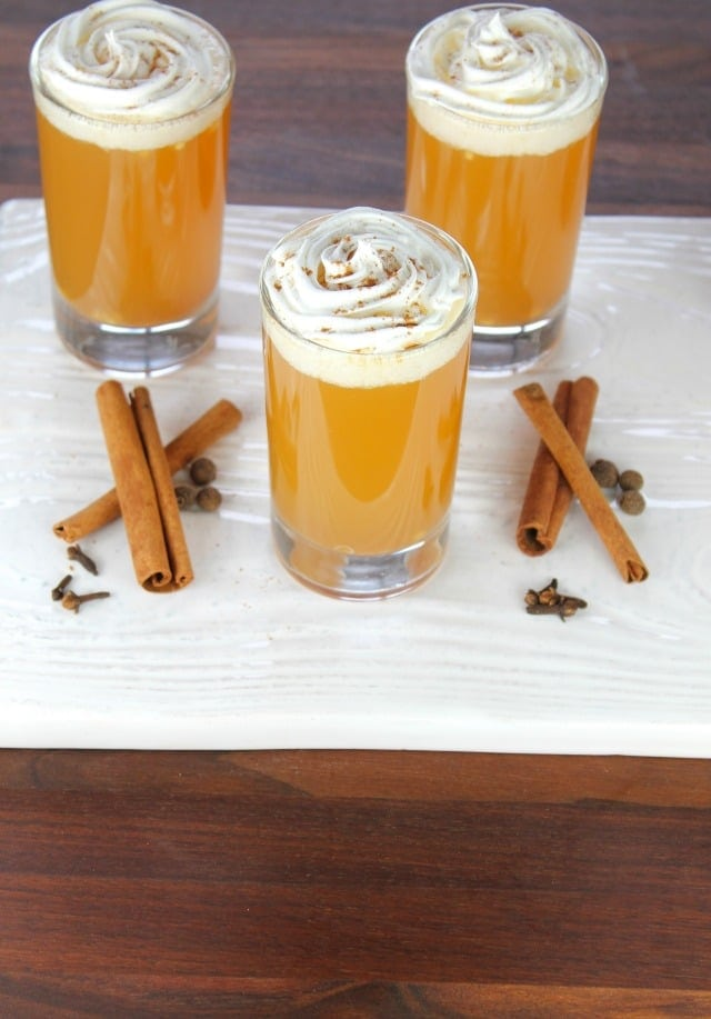 Warm Apple Pie Cocktails missinthekitchen.com