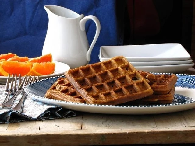 Brown Sugar- Cinnamon Waffles from missinthektichen.com