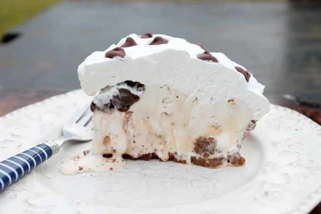 Salted Caramel Hazelnut Ice Cream Pie | miss in the Kitchen