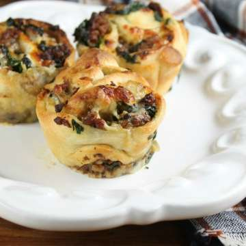 Zesty Sausage and Spinach Ranch Rolls with Bob Evans Zesty Hot Sausage. The perfect game day appetizer! Recipe from Missinthekitchen.com #sponsored