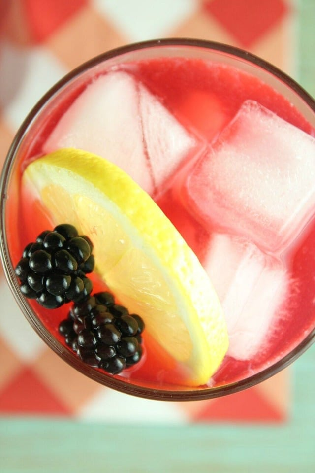 Blackberry Lemonade Recipe ~ perfect for summer get togethers ~ MissintheKitchen.com