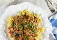 Easy Ground Beef Stroganoff from Good Fast Eats Cookbook ~ MissintheKitchen.com