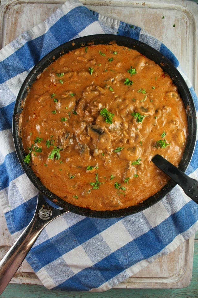Easy Ground Beef Stroganoff Recipe ~ MissintheKitchen.com