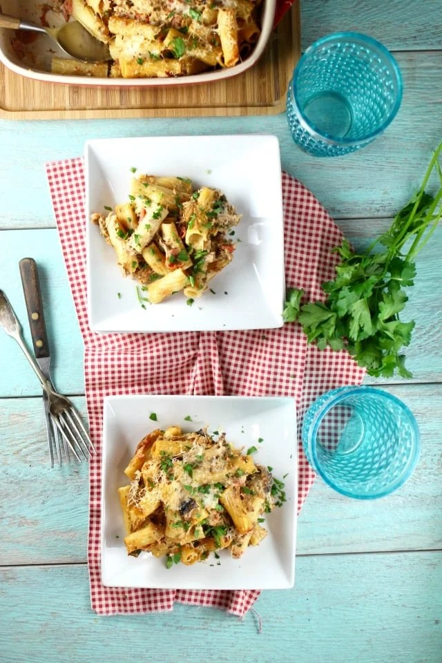 Cheesy Beef Rigatoni Recipe | Casserole recipe | pasta casserole | dinner recipe | MissintheKitchen.com