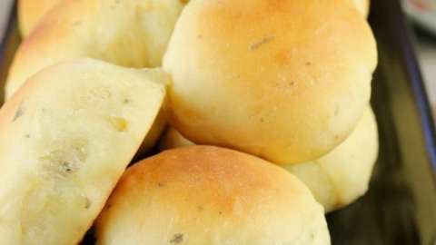 Buttermilk Ranch Dinner Rolls Recipe ~ light and delicious homemade rolls from MissintheKitchen.com