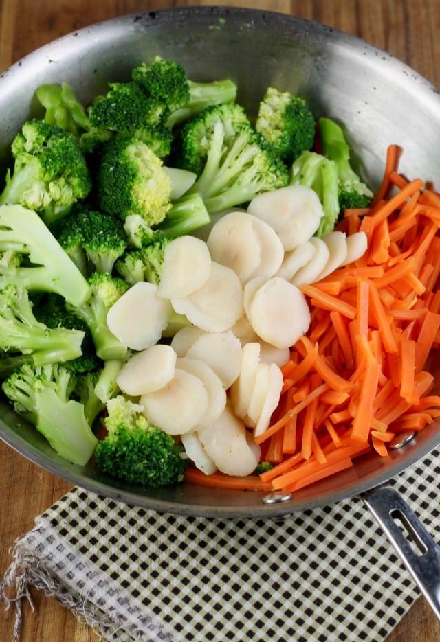 Vegetables for Quick Lemon Chicken Broccoli Bowls ~ MissintheKitchen.com