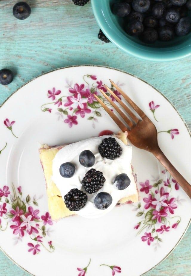 Berry Cheesecake Bars Recipe ~ MissintheKitchen.com