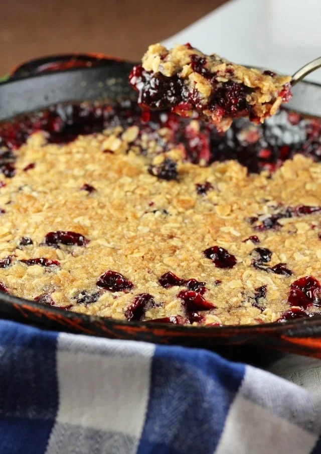 Easy Blackberry Crisp Recipe ~ Simple Dessert for any occasion ~ MissintheKitchen.com
