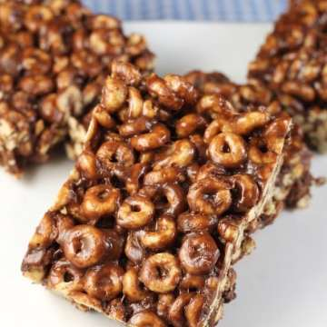 Chocolate Peanut Butter Cereal Bars are the perfect after school treat. Recipe from MissintheKitchen.com Sponsored by Walmart #BoxTops