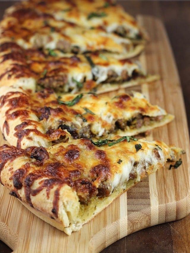 Mushroom Pesto Pizza made with HemisFares Pesto Recipe ~ MissintheKitchen.com