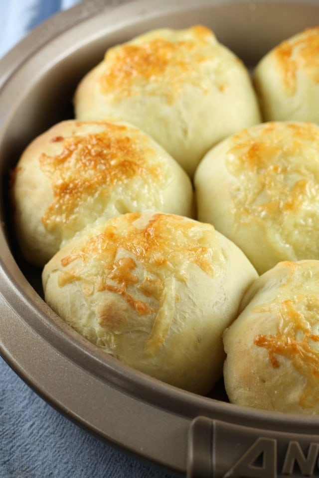 Recipe for White Cheddar Potato Rolls | MissintheKithen.com