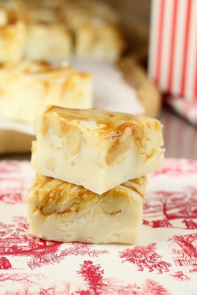 White Chocolate Caramel Macadamia Nut Fudge Recipe | MissintheKitchen.com #holiday #christmas #fudge