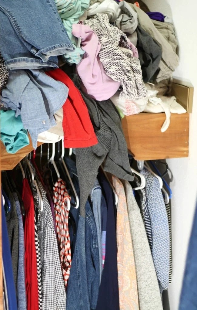 Easy Closet Organization ~ BEFORE Picture ~ MissintheKitchen.com