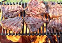 Grilling steaks with hickory