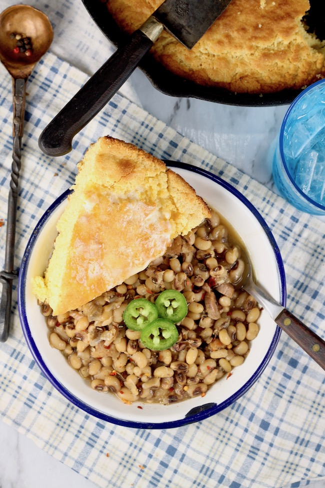 Crock Pot Southern Black Eyed Peas with cornbread