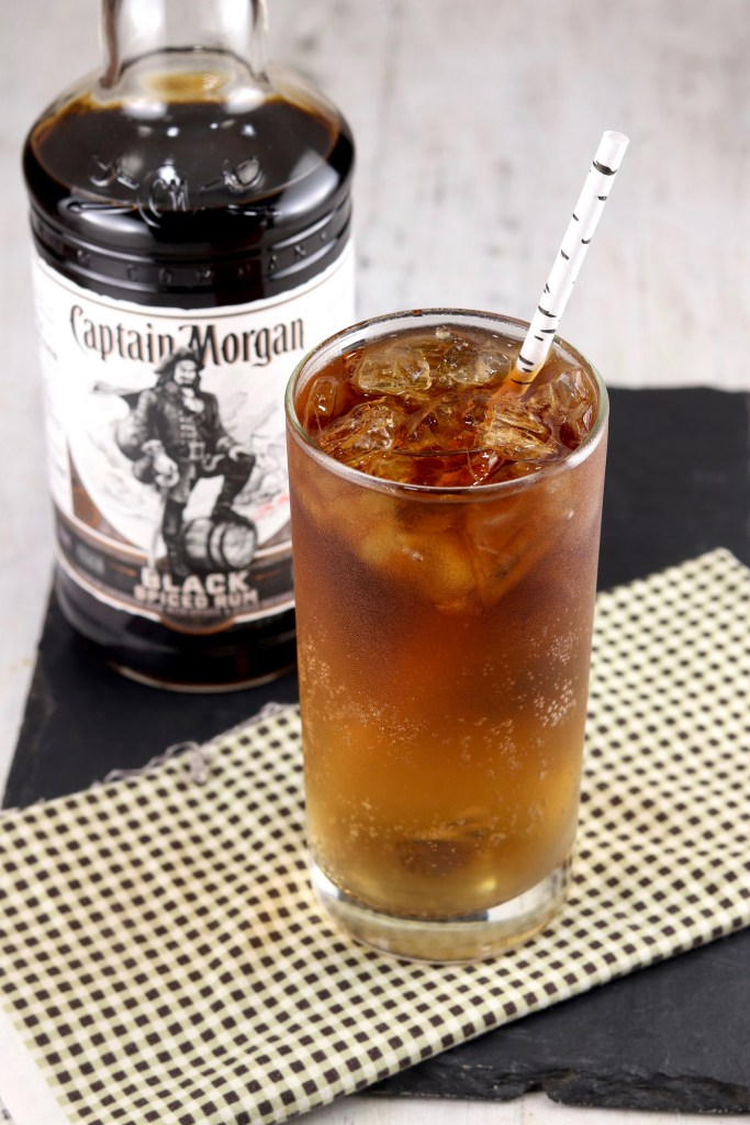Dark Rum and Ginger Ale Cocktail