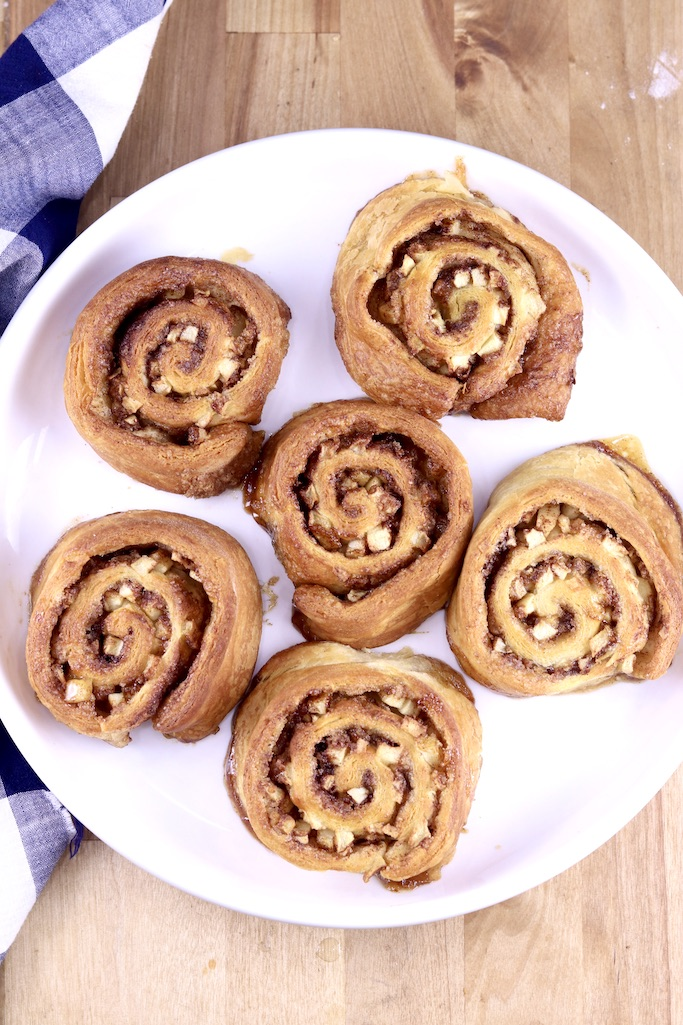 Serving plate with 6 baked apple cinnamon rolls
