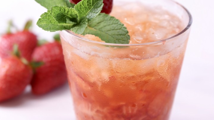 Strawberry whiskey cocktail