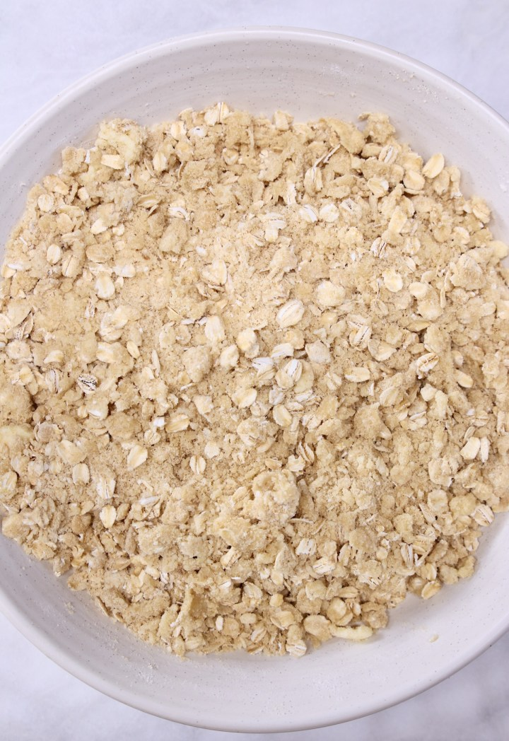 bowl of crumb topping with oats