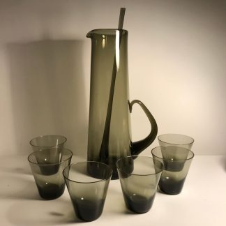 smoked glass pitcher with swizzle stick and 6 glasses c