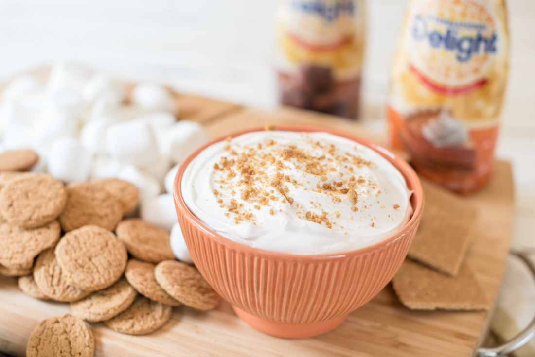 Pumpkin Pie Cheesecake Dip, International Delight Pumpkin Pie Creamer,   Pumpkin Pie Cheesecake Dip recipe featured by top US food blogger, Miss Molly Moon