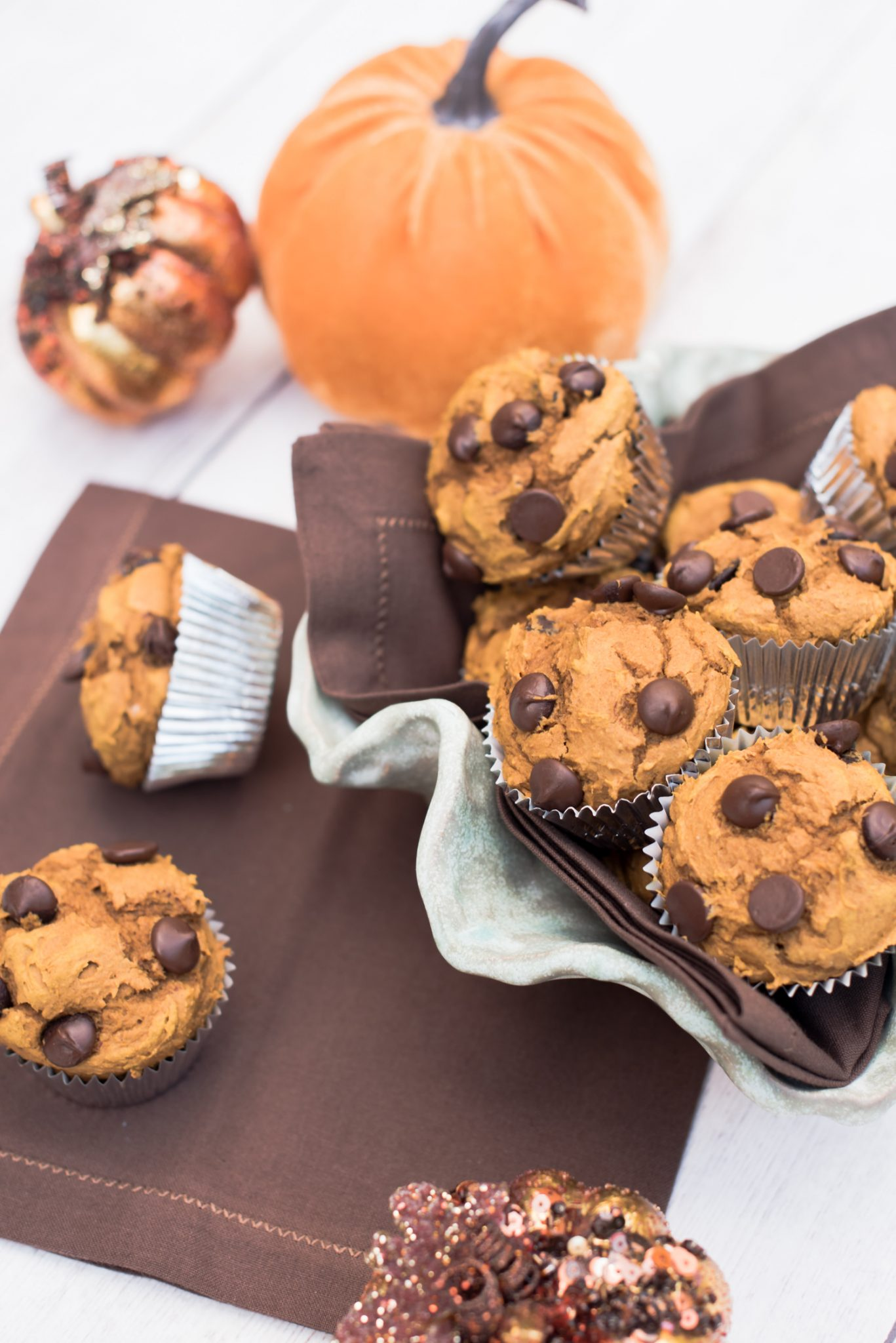 Easy Fall Recipes: Three Ingredient Dark Chocolate Pumpkin Spice Muffins // Miss Molly Moon | Dark Chocolate Pumpkin Spice Muffins recipe featured by top US foodie blogger, Miss Molly Moon