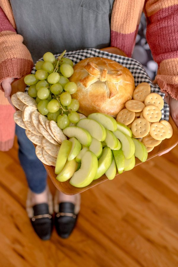 Easy Holiday Appetizer: Spicy Baked Brie with Toasted Pecans // Miss Molly Moon