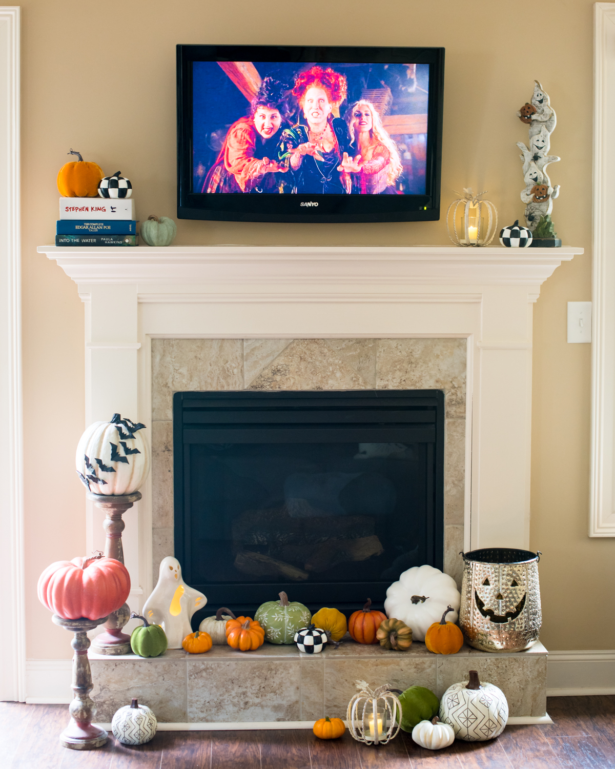 20 Halloween Movies to Watch in October | Mantel with Pumpkins and Hocus Pocus on the TV // Miss Molly Moon
