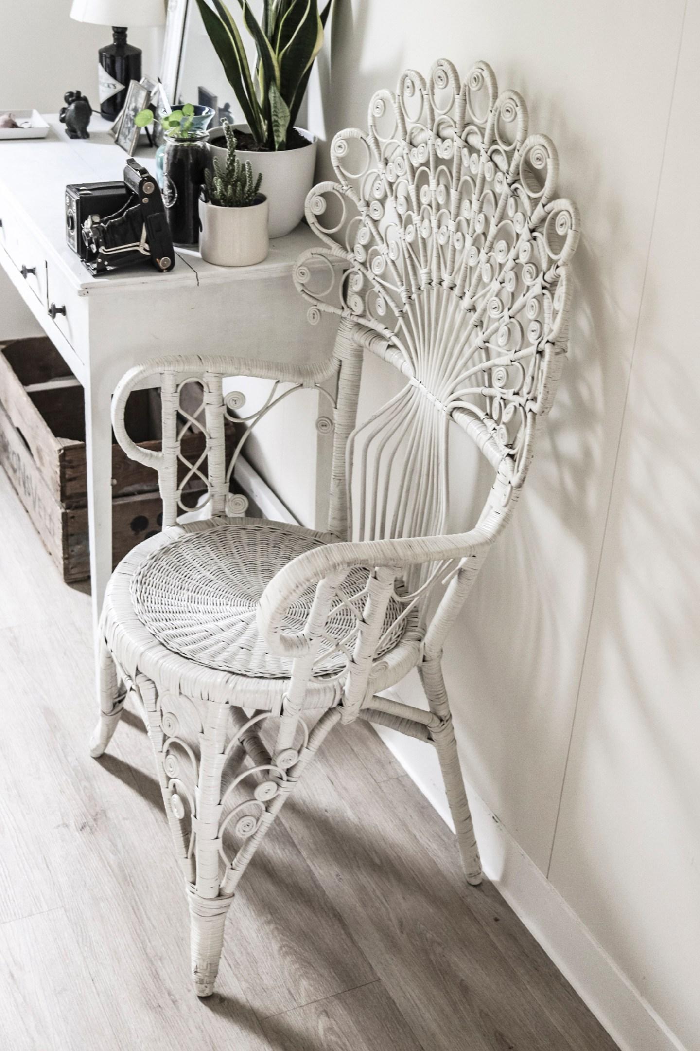 witte pauwenstoel