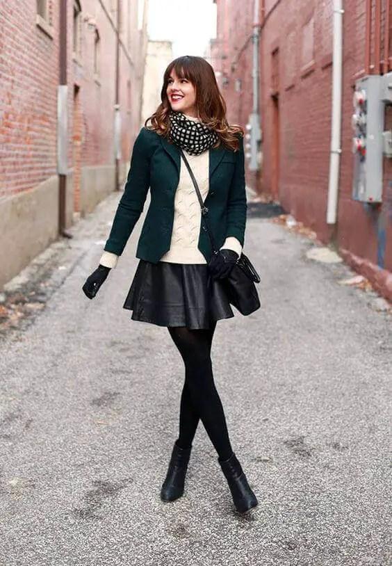 Black Pantyhose 4 - 10 Eye-Catching Ideas to Wear a Black Pantyhose Like a Pro