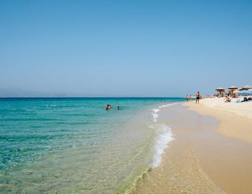 Pláž Plaka na ostově Naxos v Řecku