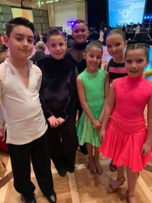 Giovanissimi ballerini di danze latino americane