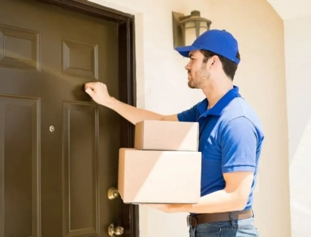 easy way to earn money- man delivering boxes