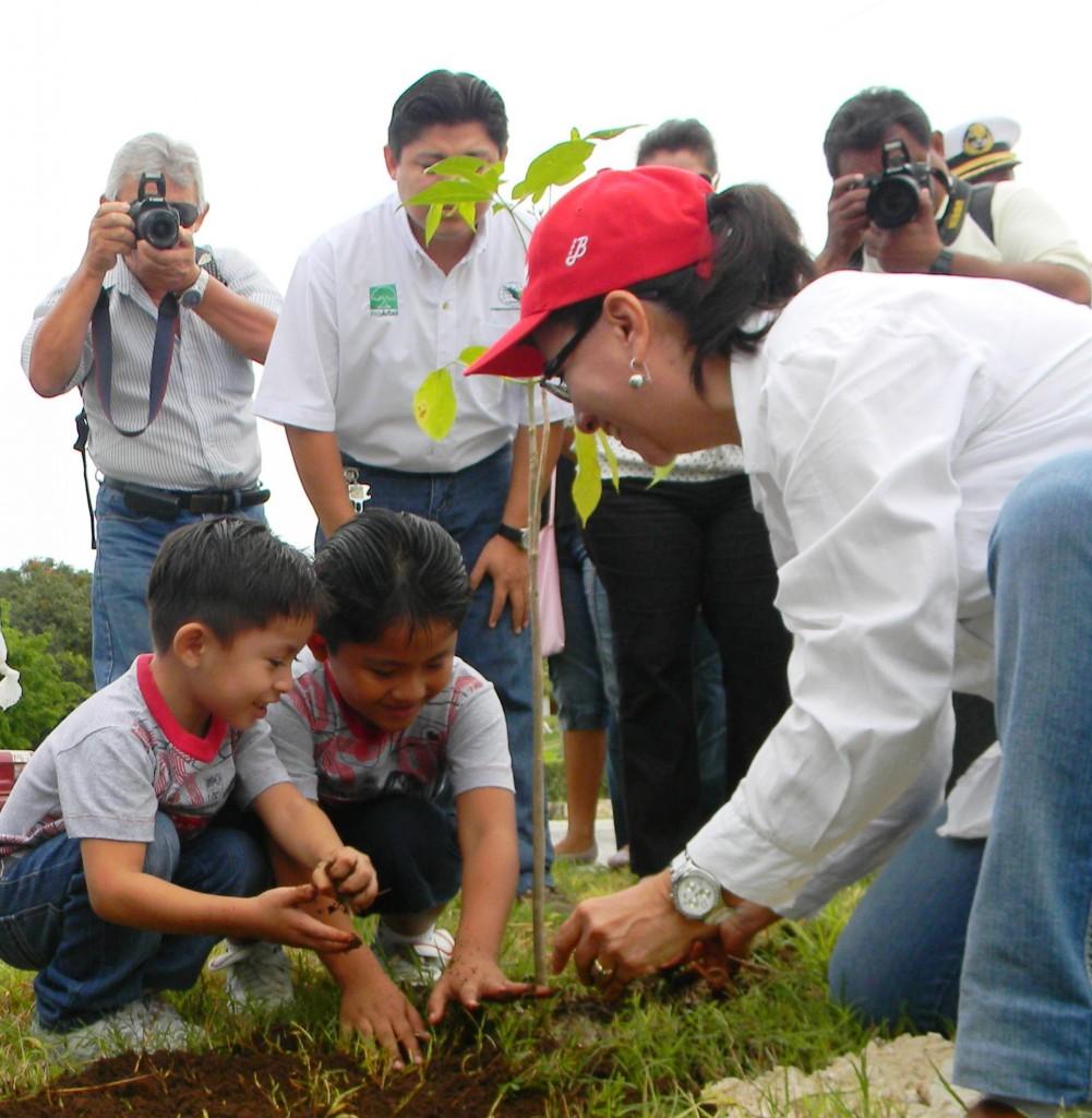 Umweltministerin_mit_Abraham+Pedro