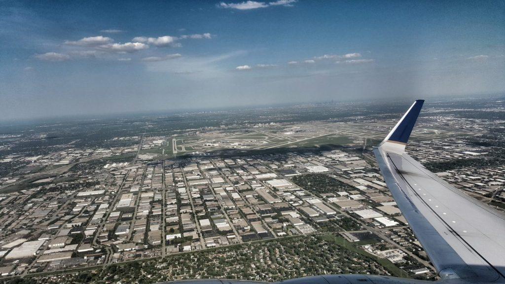 Chicago!! Gerade mal eine Stunde Zeit hatten wir für die Einreise inkl. Passkontrolle und zum Erreichen unseres Transferfluges nach Los Angeles. Glücklicherweise haben wir es geschafft und der Flieger startet in Richtung Kalifornien - mit uns!!!