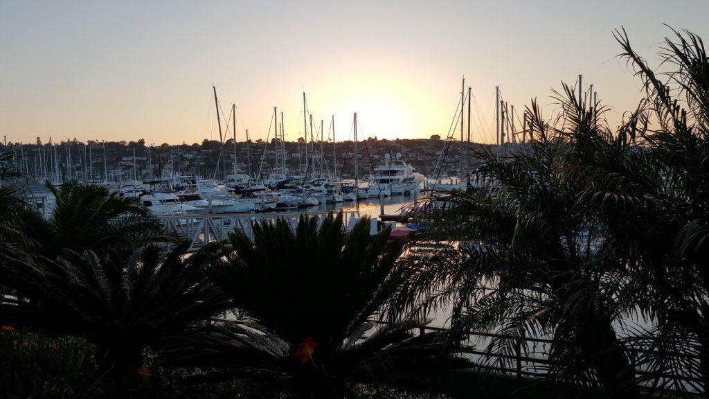Sonnenuntergang in San Diego. Direkt aus unserem Hotelzimmer heraus hatten wir einen perfekten Blick auf den Yachthafen. So kann die erste Nacht beginnen. Der Start in den Urlaub war schon mal ein voller Erfolg. :)