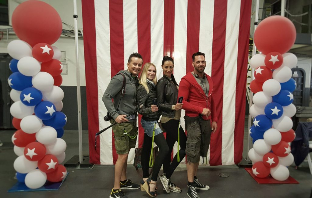 """Zum Gedenken an die Veteranen und ganz besonders an die Gefallenen wurde dieser Tag so richtig patriotisch zelebriert. Ein Foto vor den """"Stars & Stripes"""" war somit ein Muss."""