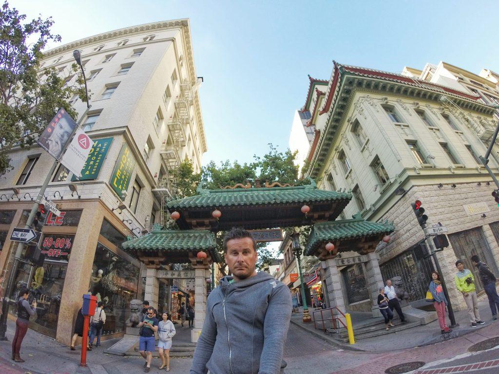 Zurück in San Francisco. Das bekannte Wahrzeichen von Chinatown. Das berühmte Eingangstor.
