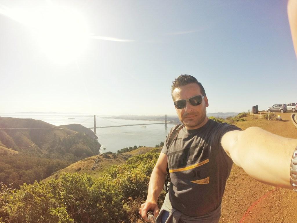 Am Abreisetag wollten wir unbedingt noch das schöne Wetter morgens um 9 Uhr nutzen und fuhren nochmals über die Golden Gate Bridge, um diesmal von der anderen Seite ein Erinnerungsfoto von der Brücke und der dahinterliegenden Bay zu machen. Ein Traumwetterchen. Ein wenig hatte ich das Gefühl, San Francisco wollte uns mit diesem Wetter die Abreise so schwer wie möglich machen. Und ich muss gestehen, dass wäre der Stadt fast gelungen.