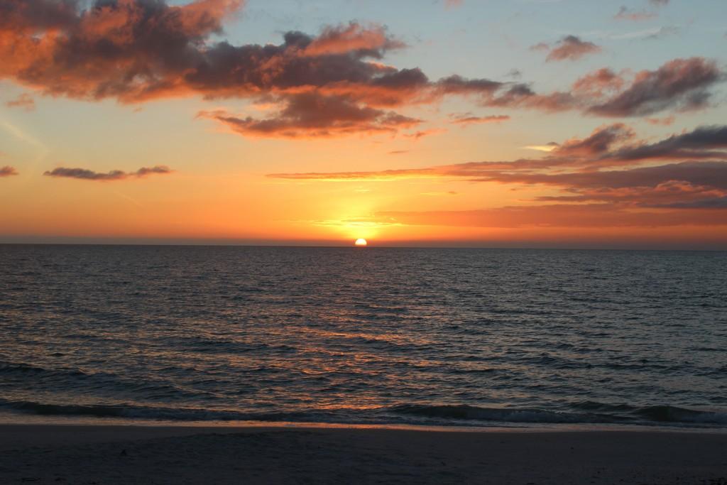 fort-meyers-beach-sundown