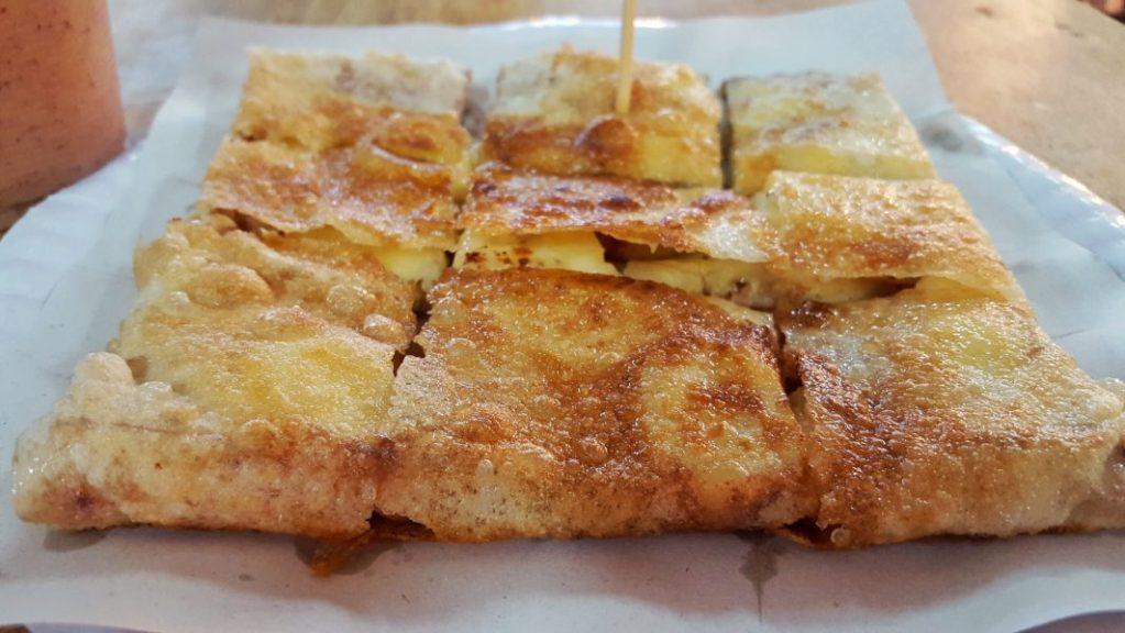 Der Nachtisch durfte natürlich nicht fehlen. Ein frisch gemachter Pfannekuchen mit Bananen und Zimt für 40 Baht.