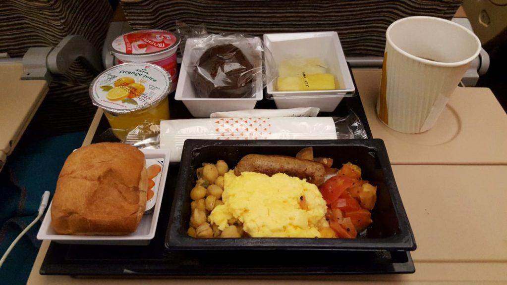 Mein letztes Essen im Flugzeug auf dieser Reise. 2 Stunden vor der Landung gab es morgens um 4 Uhr bereits das Frühstück. *gähn *yamyam