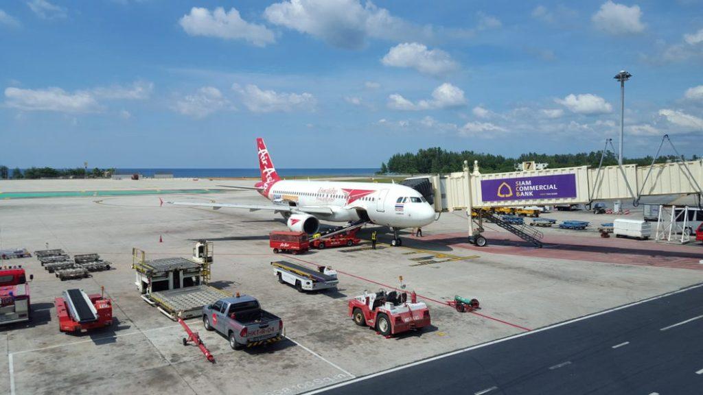 Das Ende meines Trips kommt immer näher. Nun fliege ich von Phuket mit Air Asia zurück nach Bangkok, wo ich nur noch eine Nacht verbringen werde und dann wieder gen Heimat fliege.