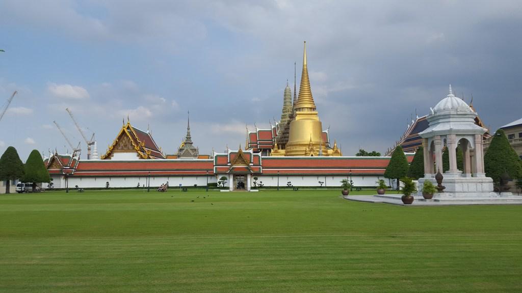 Der Königspalast in Bangkok. Leider vollkommen von Touristen überlaufen. Und ganz besonders seien hier die Chinesen erwähnt. Die machen hier sicher 70-80 % der Menschen aus. Krass.