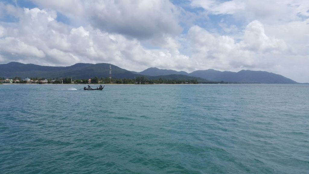 Noch schnell ein Blick auf Koh Phanghan bevor wir auch schon in Kürze in den Norden von Koh Samui einlaufen.