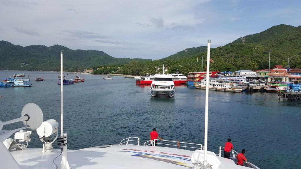 Die einzige Möglichkeit die Insel zu erreichen, erfolgt auf dem Wasserweg. Achtung, wir legen an.