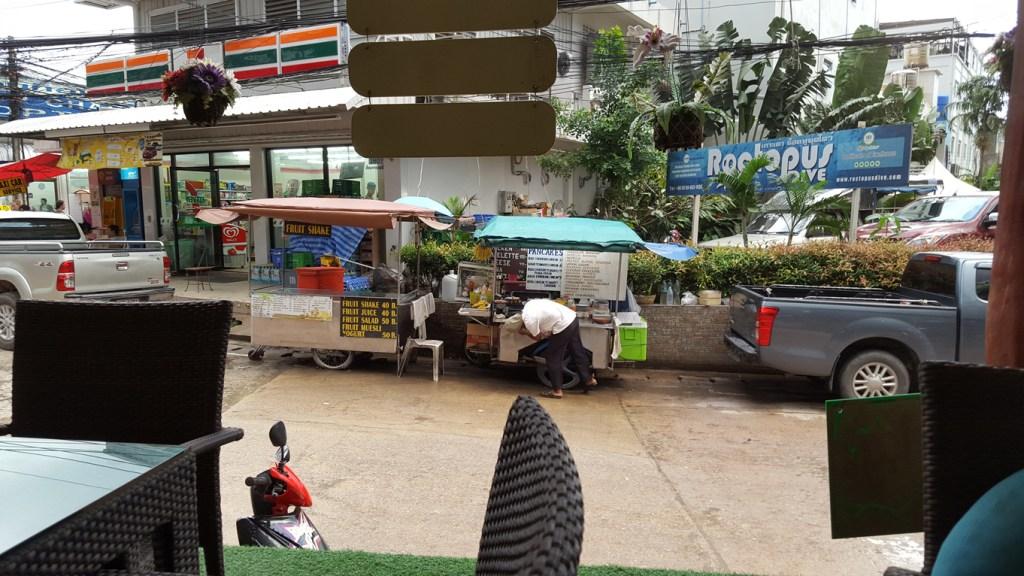 Kleine mobile Garküchen. Diese Küchen findet man in ganz Thailand. Leckeres, preisgünstiges Essen und sofort auf die Hand.